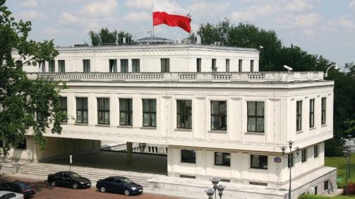 Budynek_Senatu_RP_02_Kancelaria_Senatu-ivjbx239OK flaga